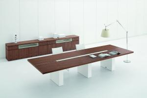 Tables de réunion en bois naturel