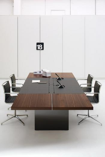 AR TU Table de conférence bois et cuir