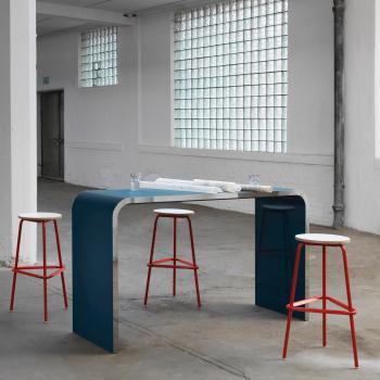 Table hauteur 105 cm laqué bleu bord acier poli