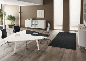 Table de conférence triangulaire bois laqué et cuir RAIL