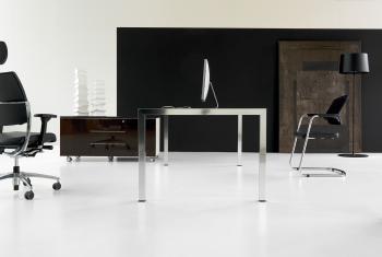 bureau et meuble sur roulettes