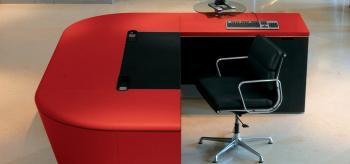 Vue interne bureau avec retour cuir ROUGE sous-main cuir NOIR
