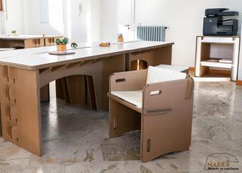Bureau Lys en carton et fauteuil