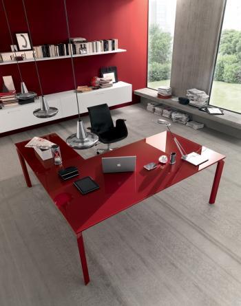 Bureau avec retour verre rouge