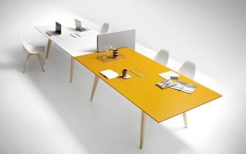 Table PIGRECO bois laqué couleur