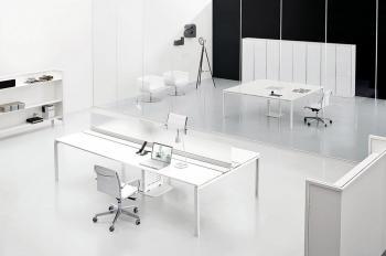 Table de réunion électrifiée blanche