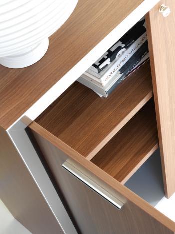 Détail intérieur armoire bois