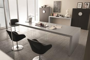 Table de réunion laquée pied verre