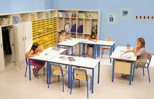 Tables et chaises standard ou réglables en hauteur pour classes primaires