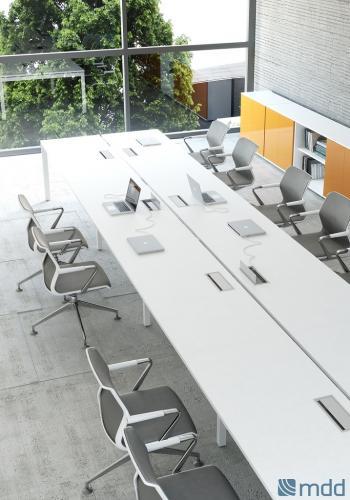 Table de réunion electrifiee