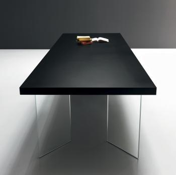 Table avec pieds en verre