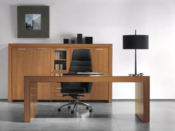 Bureau et armoire moyenne