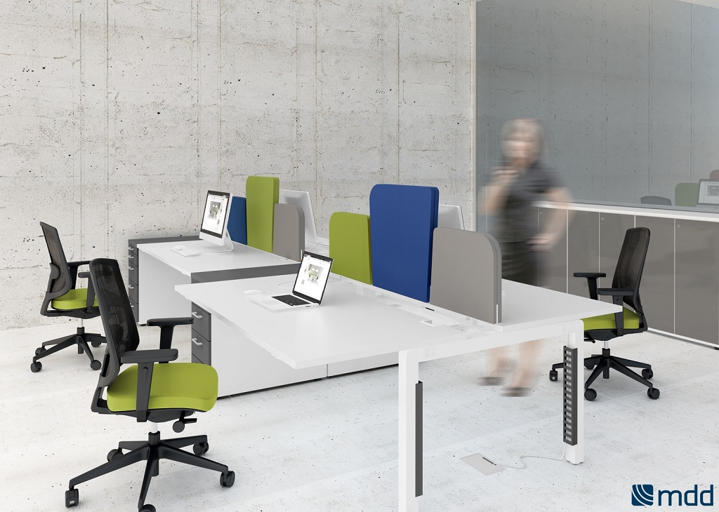 Bureaux open space blanc orange