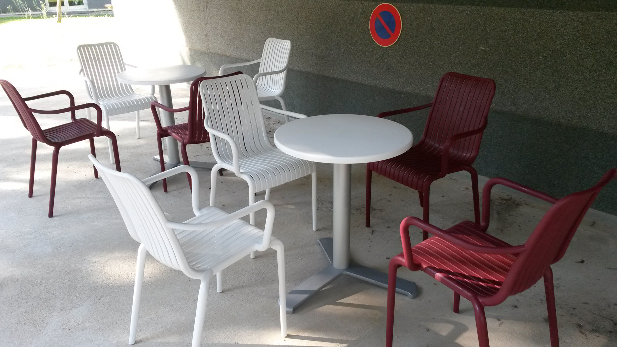 Location table et chaise montpellier great appartucity confort montpellier ovalie chaise et - Location table et chaises ...